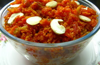 carrot halwa in a serving bowl